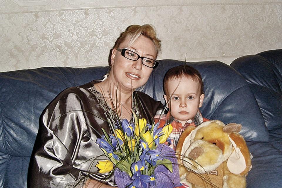 Ради внука Егора Наталия Климова сделала круговую подтяжку лица, чтобы выглядеть моложе - как мама, а не как бабушка.