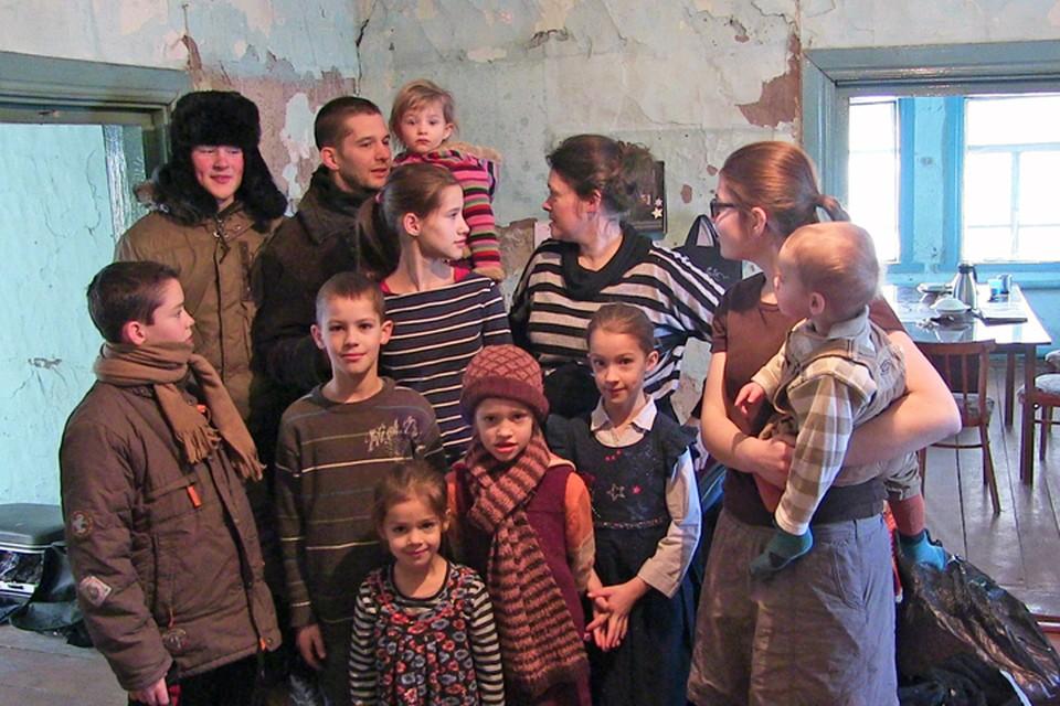 Многодетная семья Мартенсов готовится к переезду на Ставрополье. Фото: Ростислав АЛИЕВ