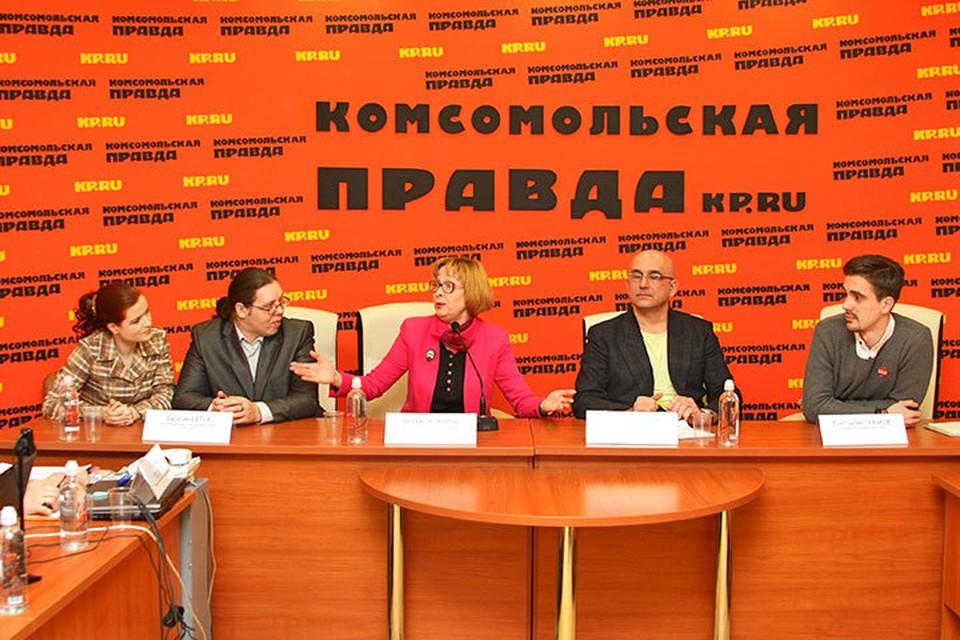 """В пресс-центре """"Комсомольской правды"""" рассуждали о будущем малых театров города."""