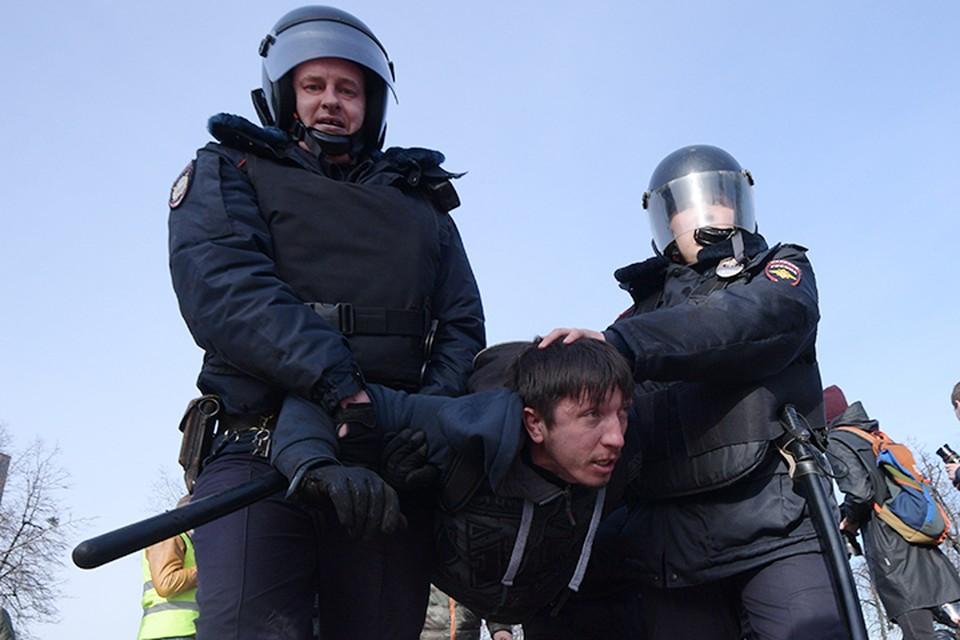 Задержание участника несанкционированного митинга в Москве, 26 марта 2017 года