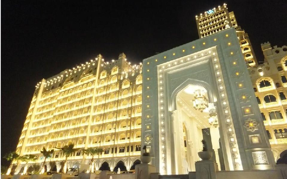 Экономить в путешествии можно даже на таких вот роскошных отелях.