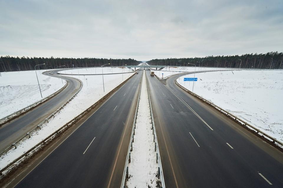"""Современная развязка позволяет безопасно свернуть с М-3 для проезда в аэропорт """"Калуга""""."""