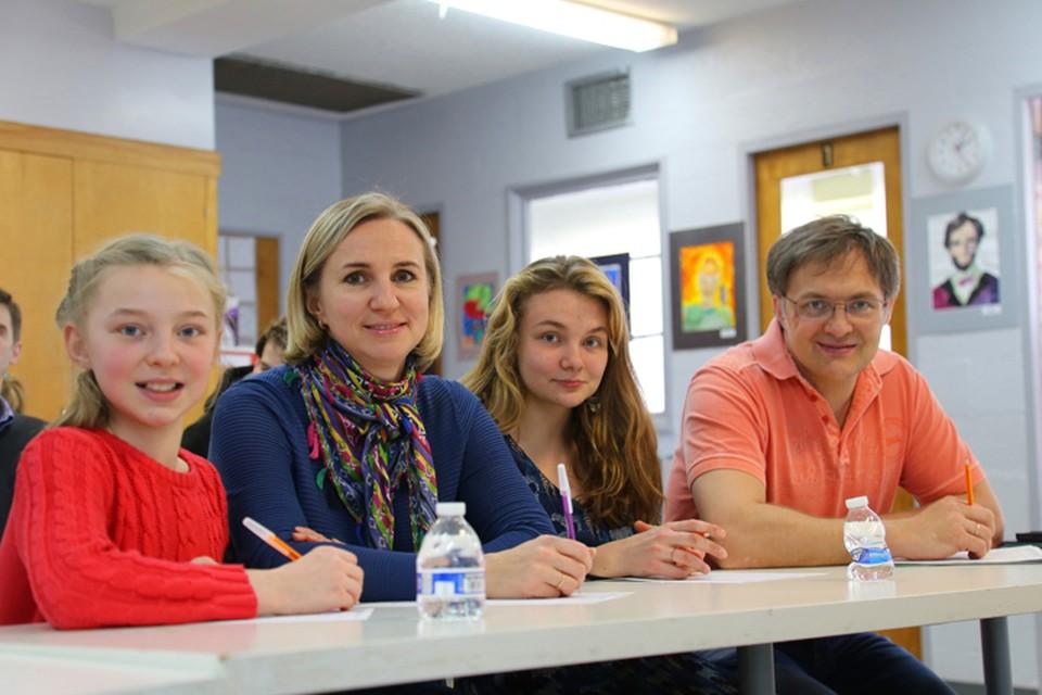 """Наш автор пришла на """"Тотальный диктант"""" в Вашингтоне вместе со всей своей семьей Фото: Надежда ШУЛЬГА"""