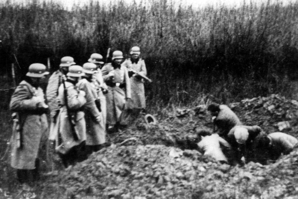 За период оккупации Херсона гитлеровские злодеи расстреляли и замучили в гестапо до 17 тысяч мирных советских граждан