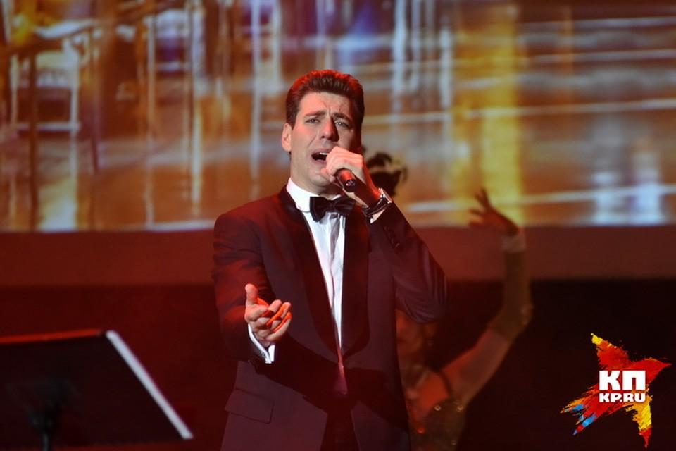 Дмитрий Дюжев спел новосибирцам несколько песен и рассказал о самом сокровенном.