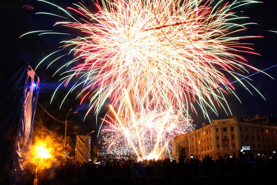 Начнется салют на Дне Нижнего Новгорода 12 июня в 23.00 на площади Минина и Пожарского.