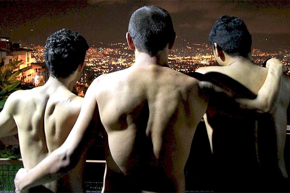 В Колумбии официально зарегистрирован брак трёх мужчин.