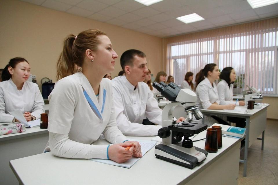 Псковская область начнет сама обучать медиков.