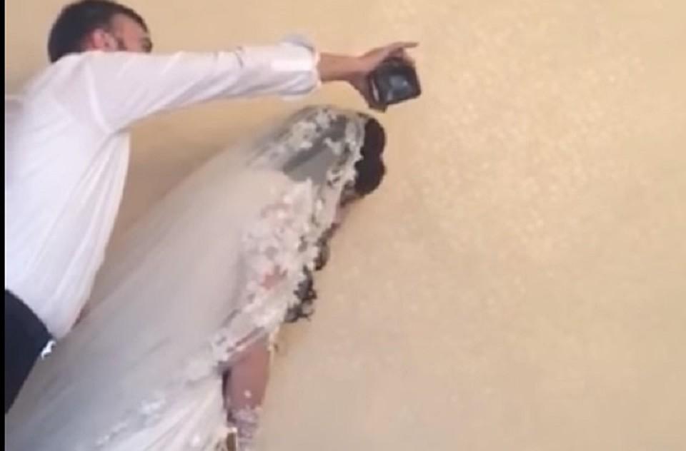 Бұрынғы жігітінің тойына келіп, оның аяғына жығылған ару желіні шулатты (видео)