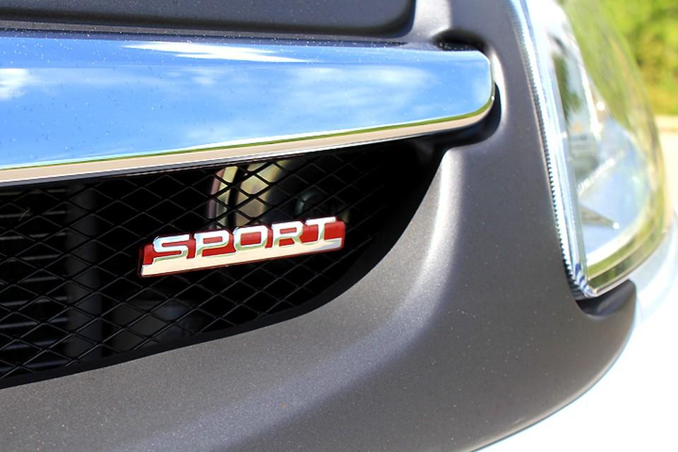 Отличить спортивные версии можно (для начала) по красным шильдикам Sport.