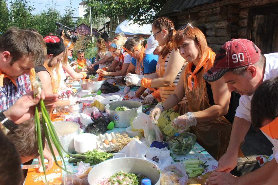 """""""Комсомольская правда"""" провела в Саратове пятый фестиваль окрошки."""