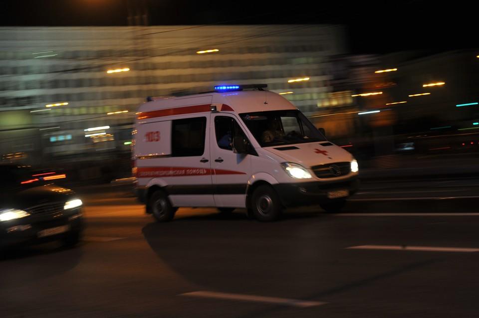 Одного из пострадавших спасти, увы, не удалось: 33-летний парень умер ещё в клубе. Двое его приятелей в больнице. Им 27 лет и 23 года