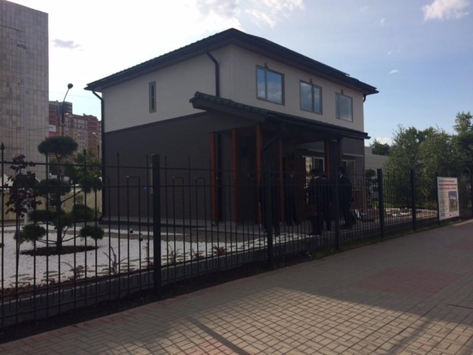 Дом расположен рядом с бассейном ВГАСУ