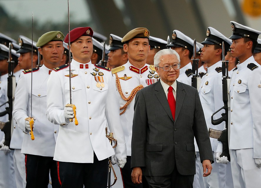 В Сингапуре власть президента ограничена, и он выполняет в основном церемониальные обязанности