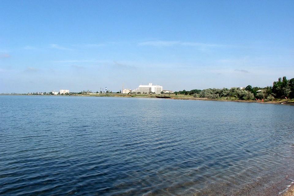 Сакское озеро - это кладовая здоровья. Его илово-сульфидные смеси по свойствам превосходят грязи Мертвого моря. Фото: sakilake.com