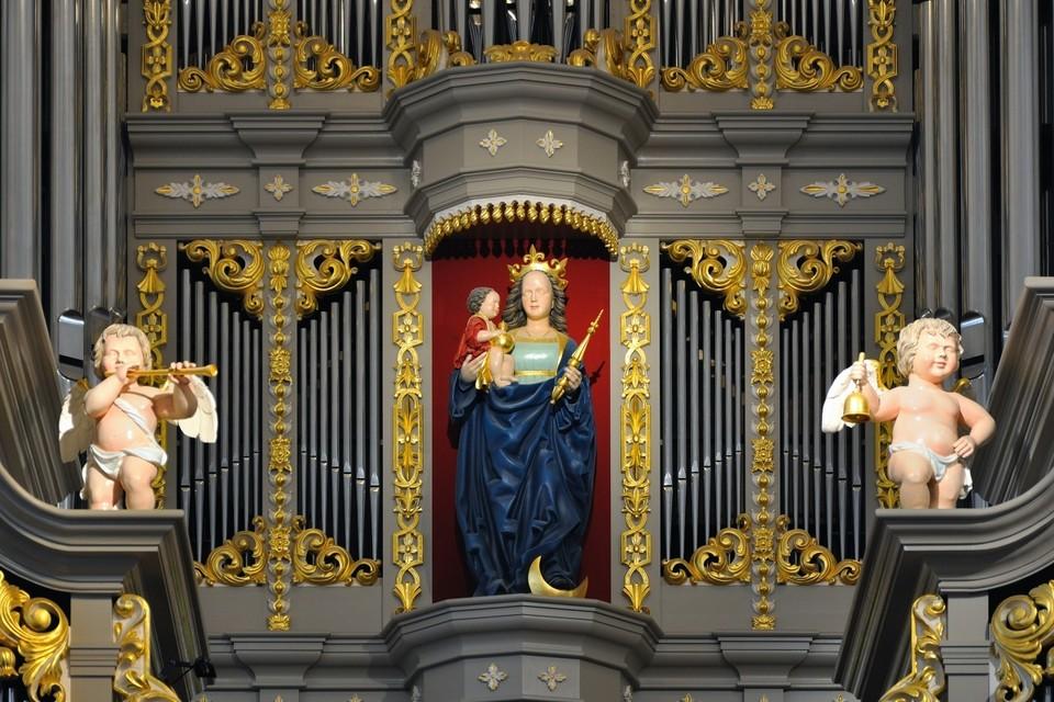 Именно 13 сентября 1333 года, как сообщают источники, впервые упоминается Кафедральный собор Кёнигсберга