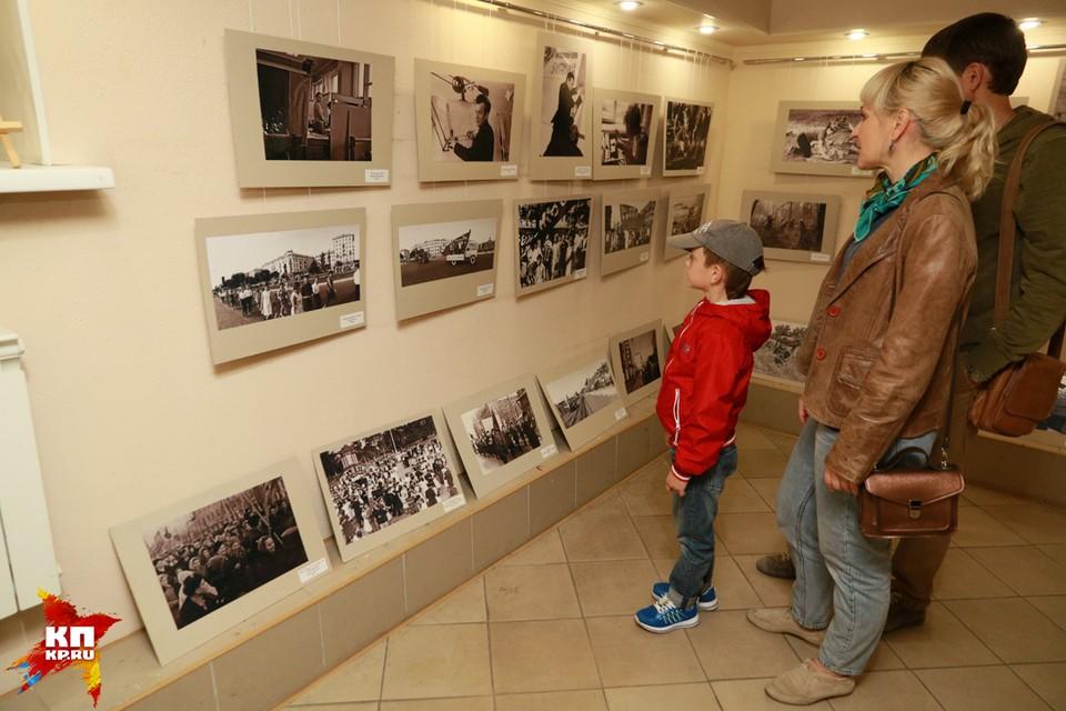 """Фотовыставка о жизни Барнаула открылась в арт-галерее """"Бандероль"""""""
