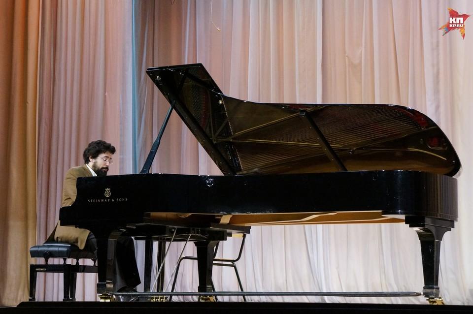 Николя Челоро представил композиции в стиле романтизма, импрессионизма и русского лиризма