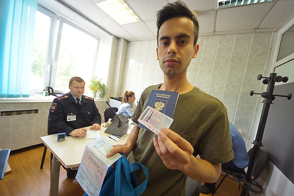 Сдать экзамен на права с временной регистрацией что надо чтобы пройти медицинскую книжку