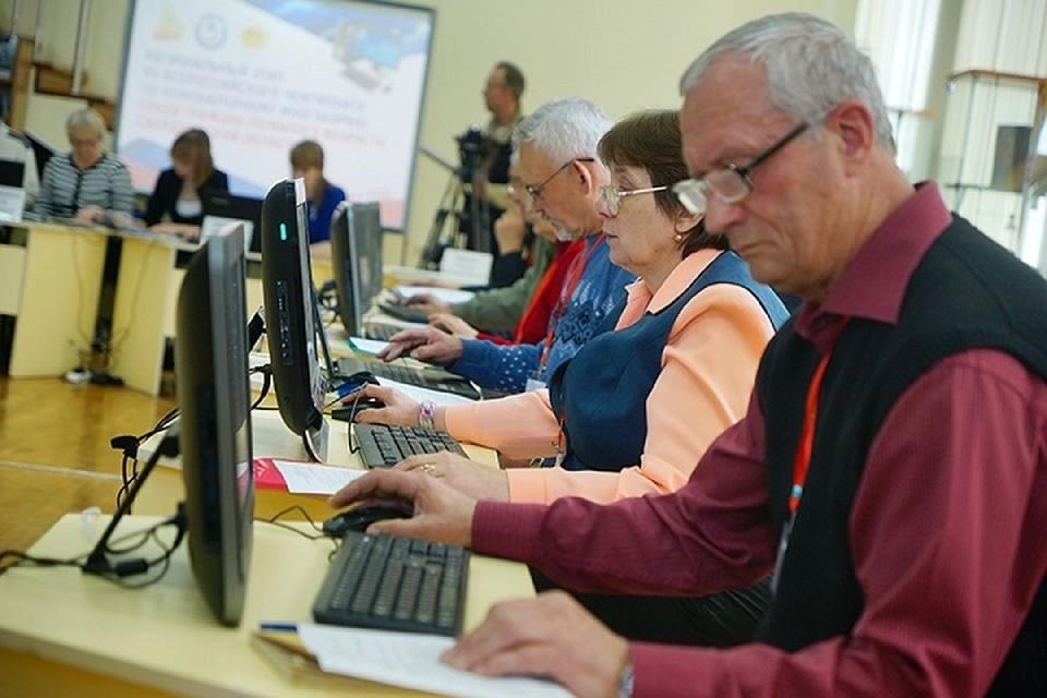 Обучение компьютерной грамотности на бесплатных курсах при ПФР прошли более 100 тысяч пенсионеров.