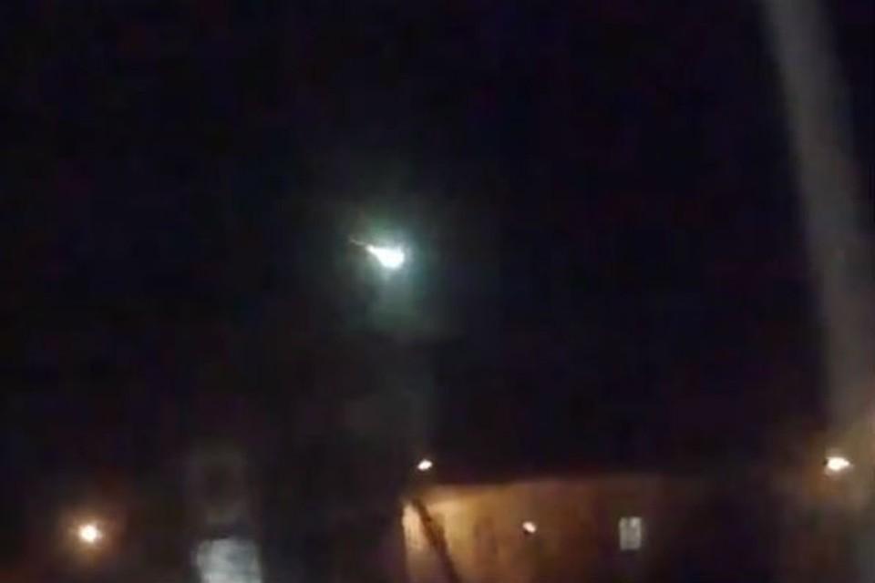 Таким метеорит был в Мурманской области над Мончегорском. Фото: скриншот видео