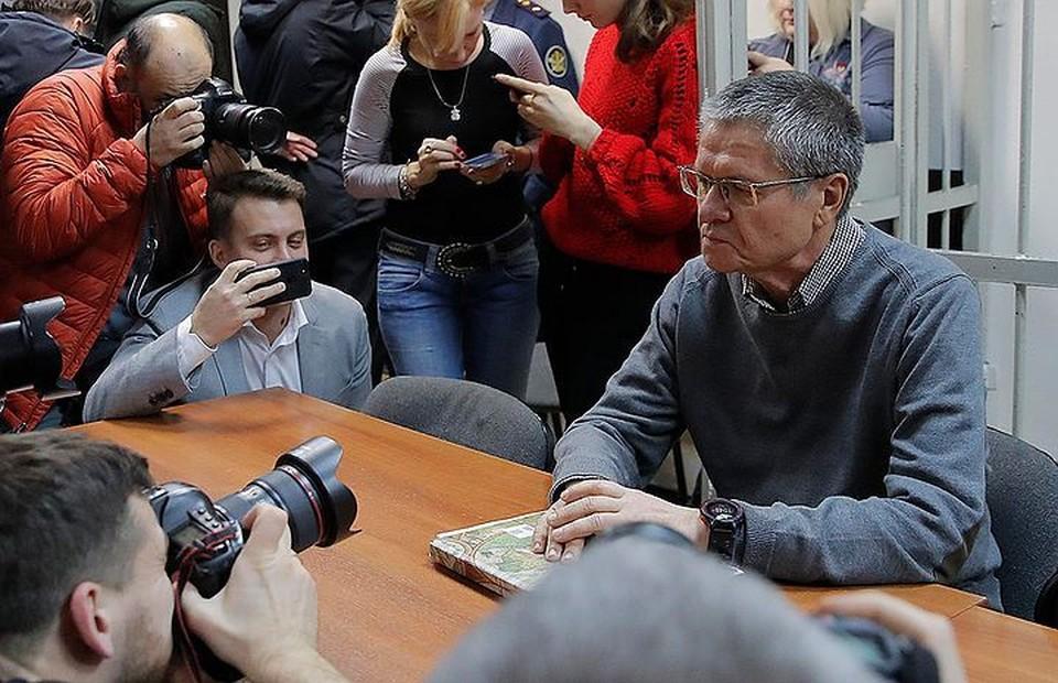 Прокуратура требует для Улюкаева 10 лет колонии строгого режима и штраф в 500 миллионов рублей.