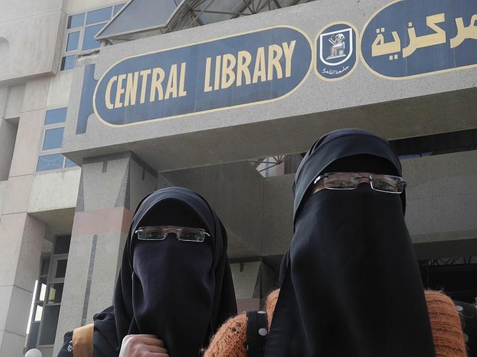 Девочек с детства готовят в жены, что не мешает давать им хорошее образование.
