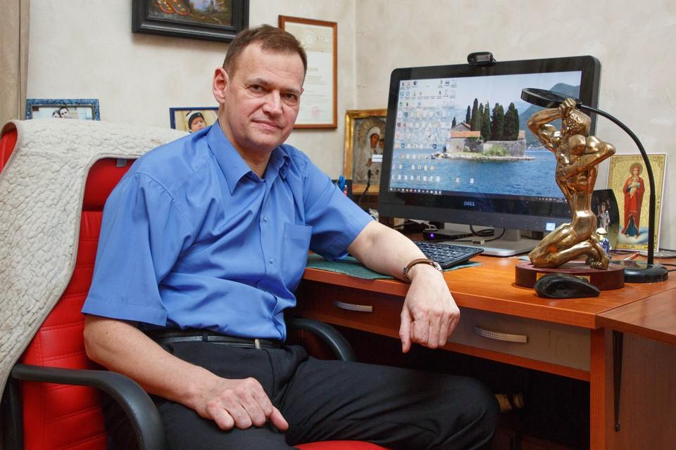 Первую повесть, «Кошмар на улице Стачек», Кивинов отпечатал на машинке в пяти экземплярах.