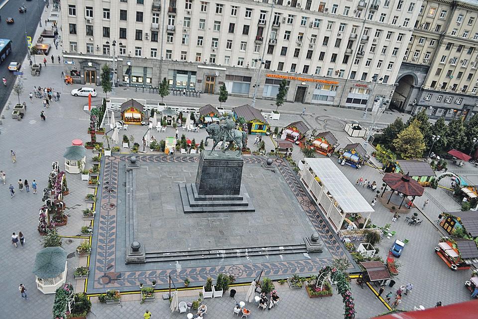 На Тверской площади гостей ждут сувениры, деликатесы и мастер-классы.