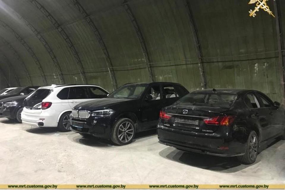 Фото с сайта customs.gov.by Минские таможенники пресекли перемещение под видом автозапчастей шести люксовых иномарок