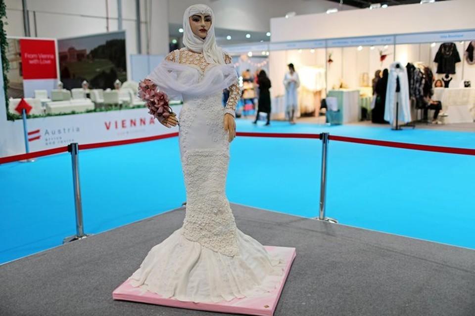 Торт в форме восточной невесты выполнен в натуральную величину