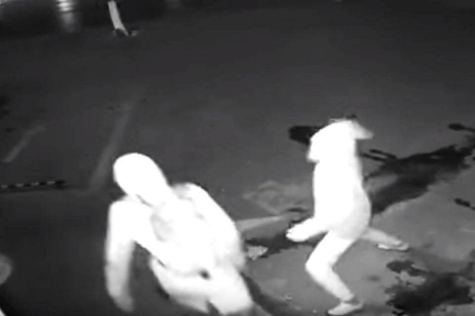 Незадачливый шанхайский грабитель сорвал дело, «вырубив» напарника кирпичом