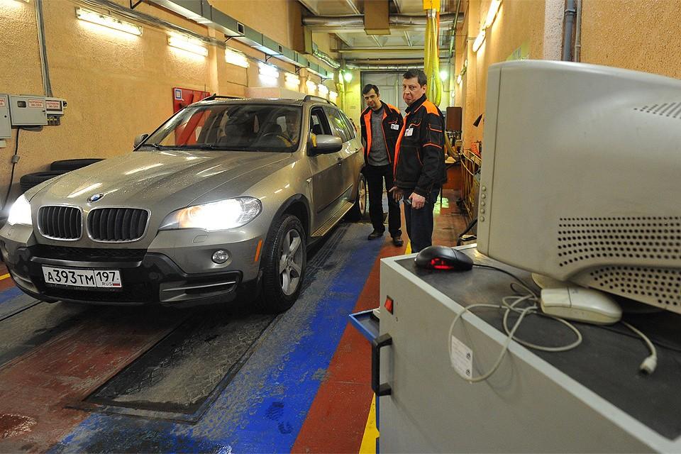 В России вступили в силу новые правила прохождения техосмотра автомобилей.
