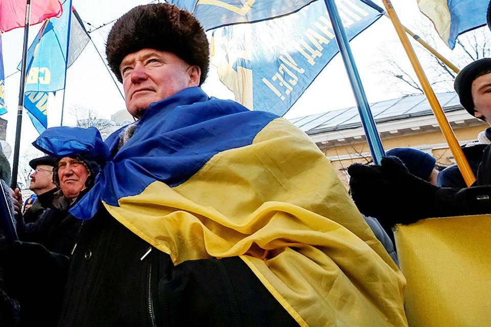 Горсовет определил 13 памятных дат по которым нужно вывешивать флаги