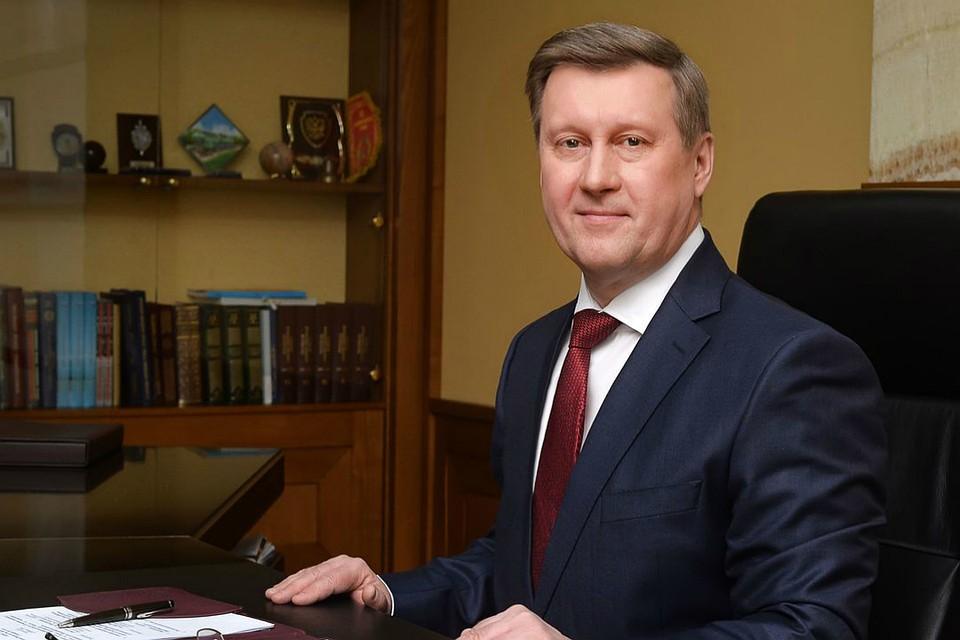 Мэр Анатолий Локоть поздравляет новосибирцев с Днем защитника Отечества
