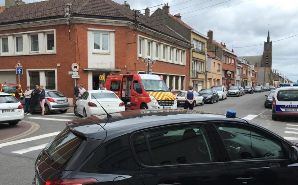 В городе Дюнкерк неизвестный открыл стрельбу на дороге