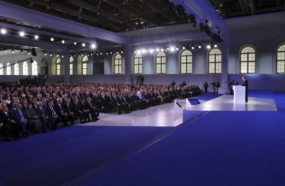 В этом году речь президента России сопровождалась мультимедийными вставками