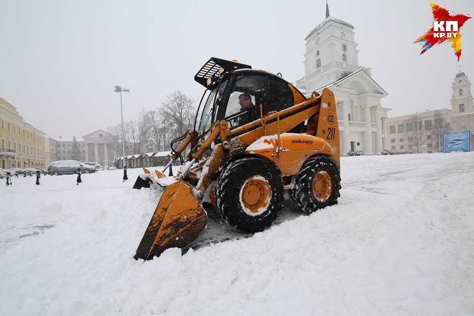 Последствия снегопада в Минске: задержка троллейбусов-трамваев и 8-балльные пробки
