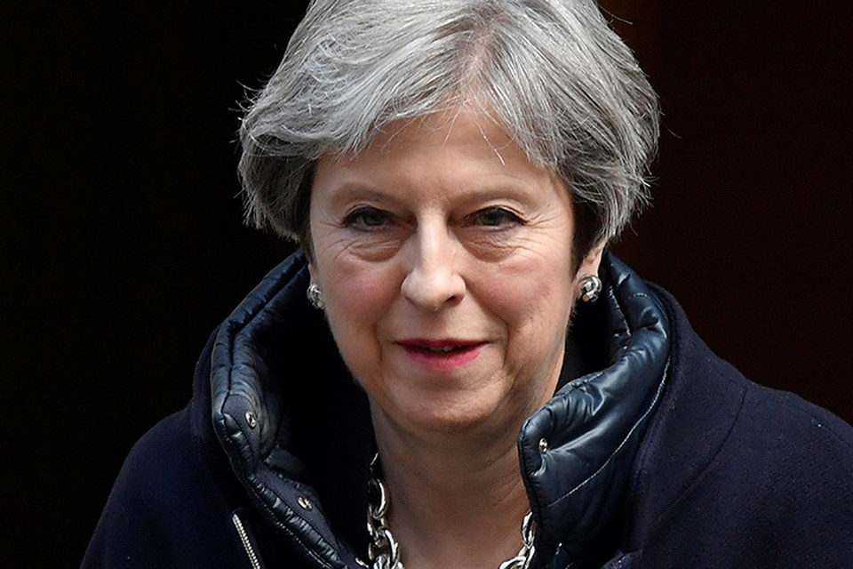 Тереза Мэй пошла ещё дальше, призвав зарубежных коллег последовать «британскому почину» и также выслать российских дипломатов