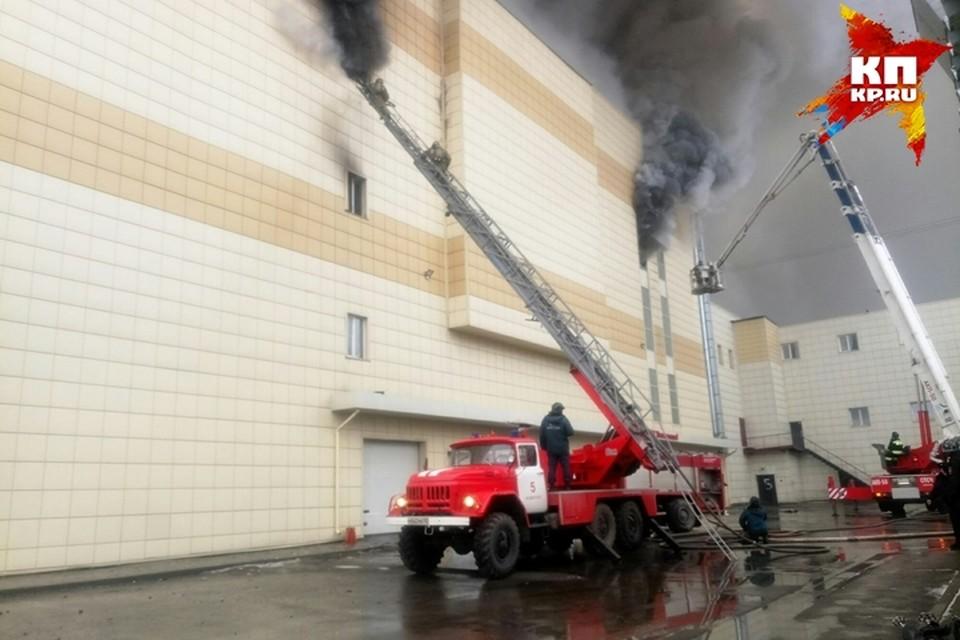 Четыре ребенка погибли при пожаре в торговом центре «Зимняя вишня» в Кемерове