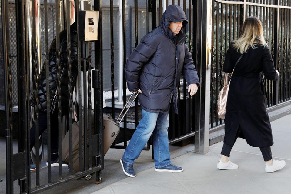Российские дипломаты начинают покидать западные посольства и консульства