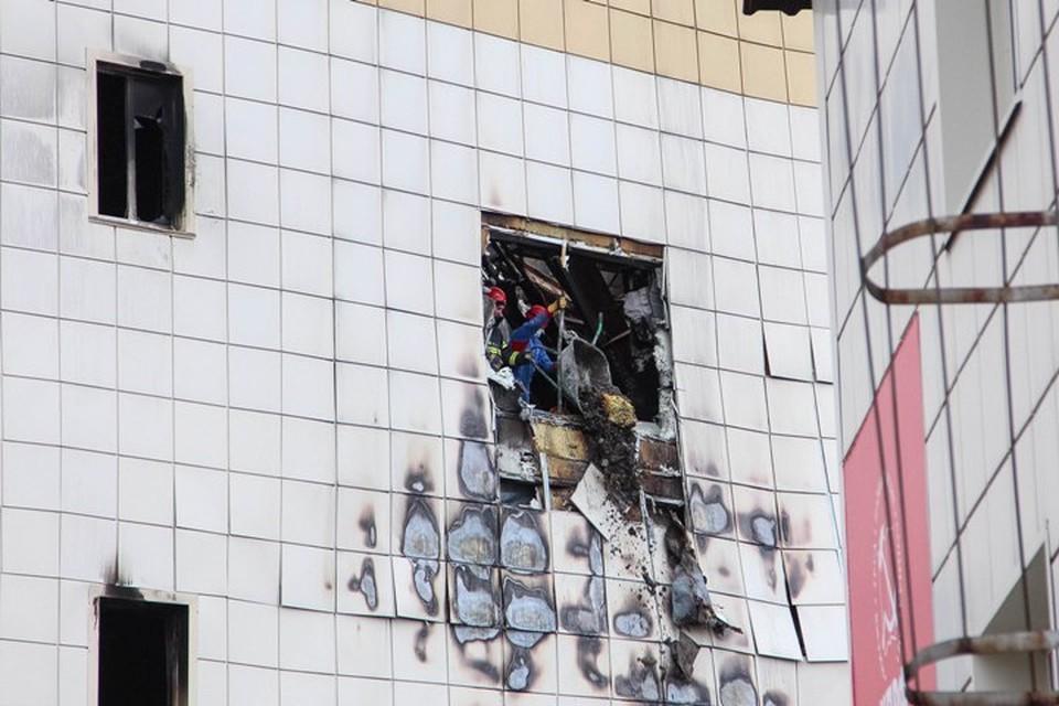 """Пожар в ТРЦ """"Зимняя вишня"""" случился 25 марта."""