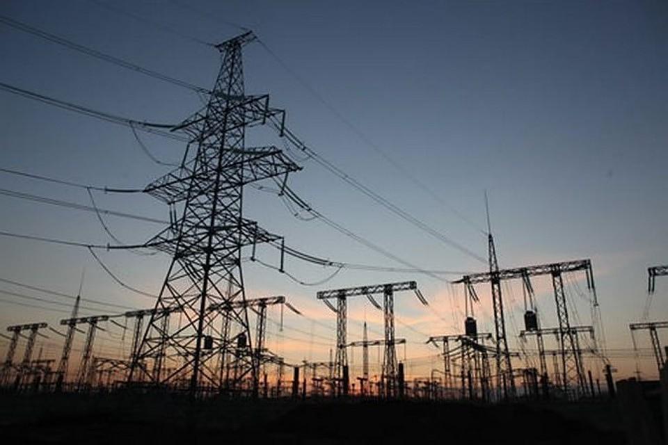 Сильный ветер обрушился на Украину и нарушил энергосообщение во многих поселениях.