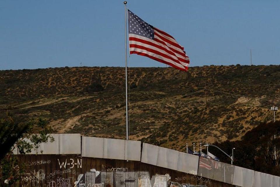 """""""Караван"""" мигрантов движется через территорию Мексики к границе с США"""