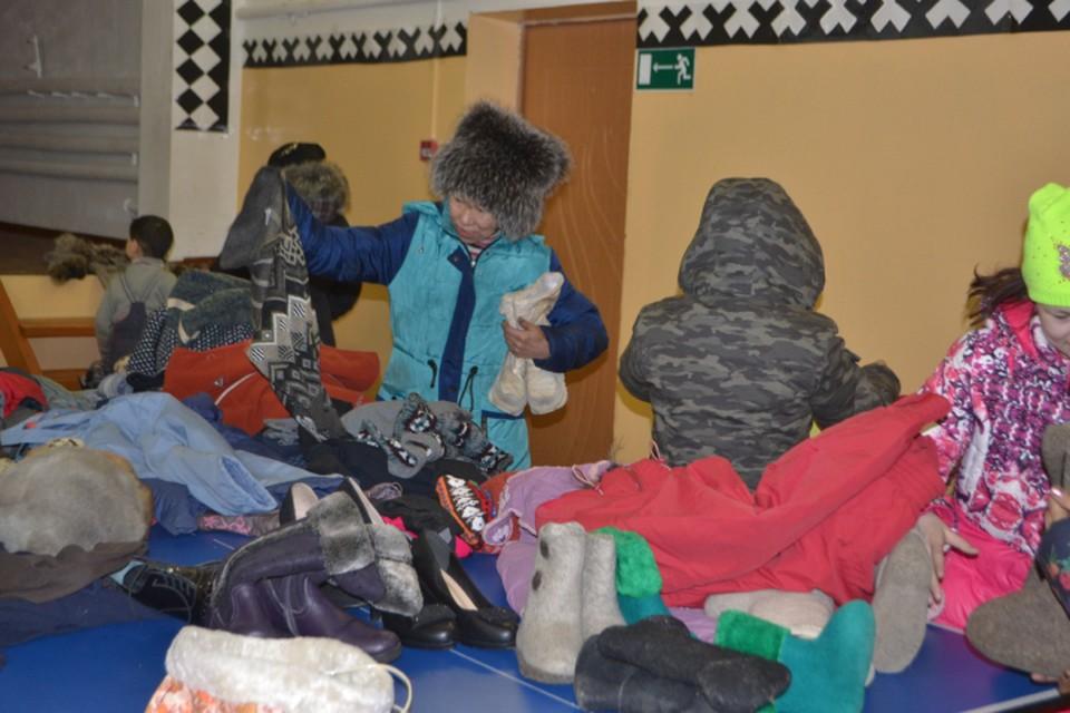 Сотрудники фонда выбирают только подходящую для носки одежду Фото предоставлены благотворительным фондом «69 параллель»