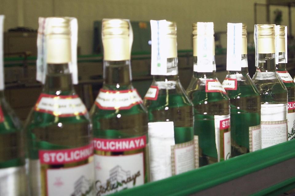 Стоимость дешевой водки может возрасти. Фото Олега Булдакова (ИТАР-ТАСС)
