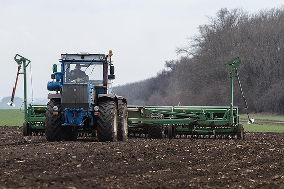 Кроме техники и запчастей, фермеры используют импортную химию, семена