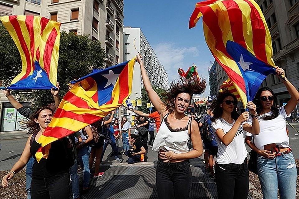 В Барселоне более 300 тысяч человек вышли на митинг в поддержку заключенных каталонских политиков