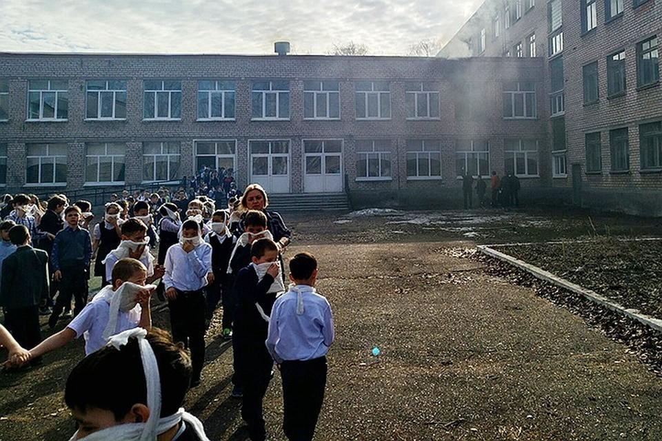 7-летний ученик школы № 1 города Стерлитамака в Башкирии напал на своих одноклассников. После чего поджег класс. Фото: ВКонтакте