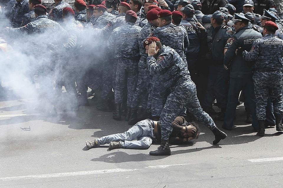 Песков: Кремль внимательно наблюдает за происходящим в Армении